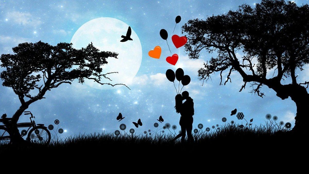 Casal apaixonado se abraçando ao ar livre