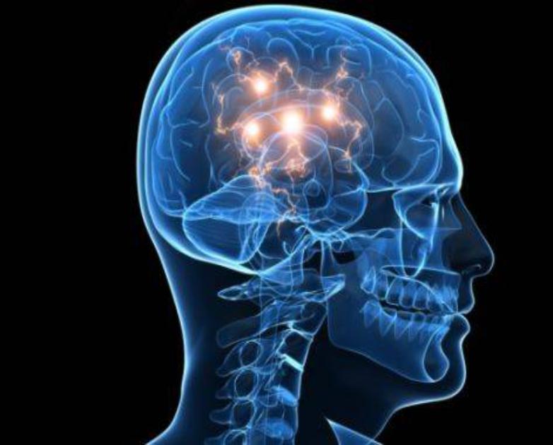 Acalma a mente excessivamente ativa (sempre a pensar), aumenta a concentração